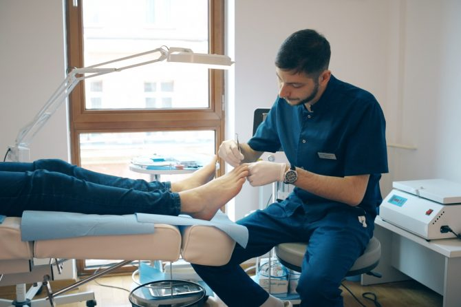 Problemi sa noktima i stopalima? Potražite PODOLOGA